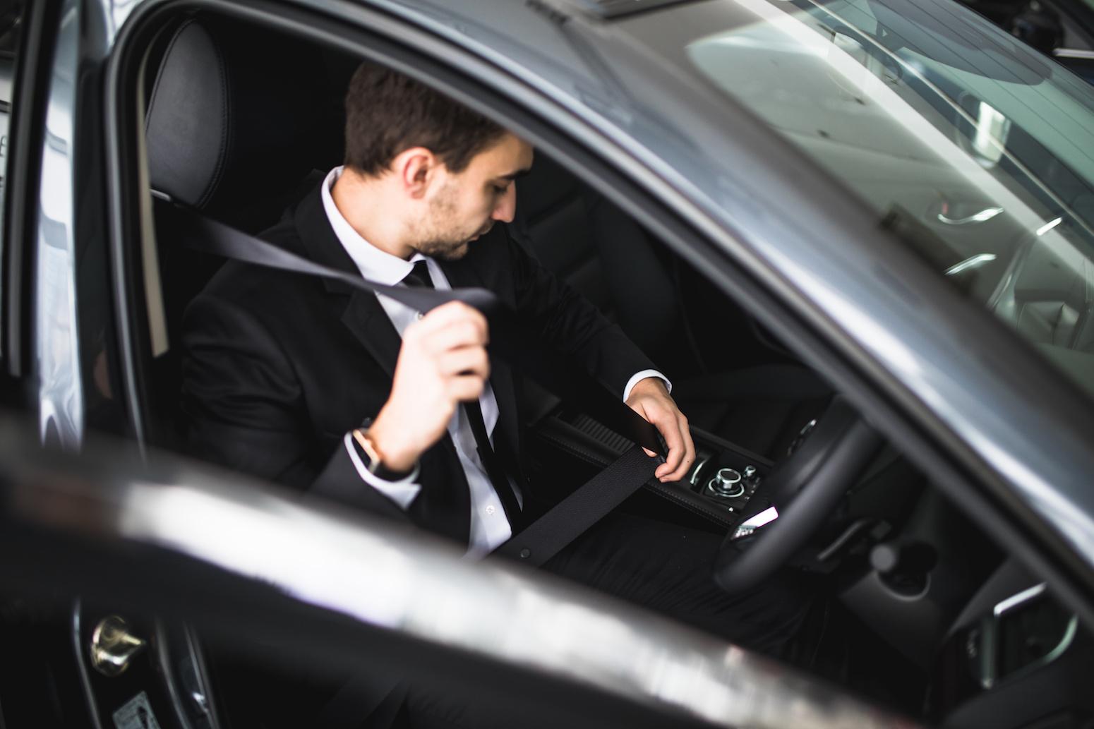 Taxis vtc bient t un examen d 39 entr e commun le monde for Resultat examen taxi 2017 chambre des metiers