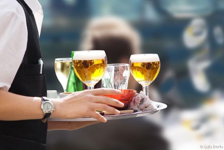 serveur de bar à Paris