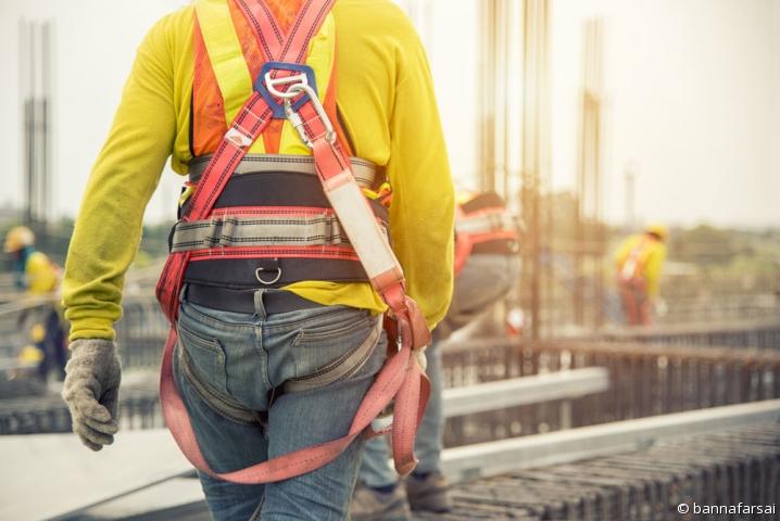 Ouvrier du bâtiment - illustration de la sécurité dans le BTP