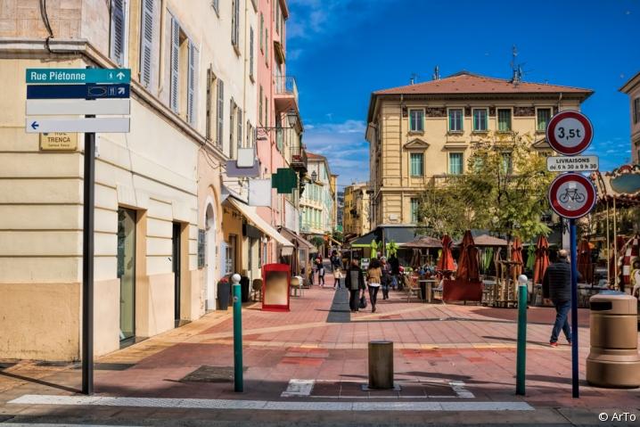 Centre-ville rue piétonne