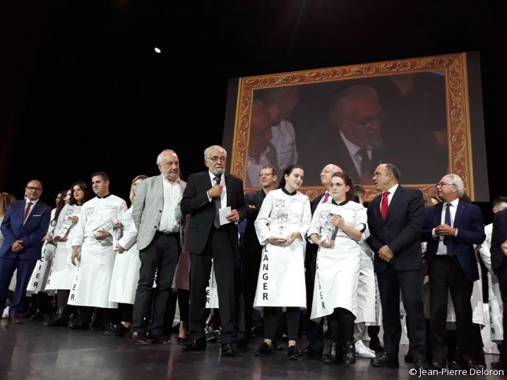 Joël Mauvigney entouré des lauréats des Rabelais des Jeunes Talents 2019