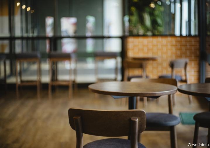 restaurant vide sans client