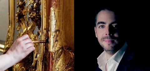 Portrait de Baptiste Gohard à côté d'un doreur en plein travail