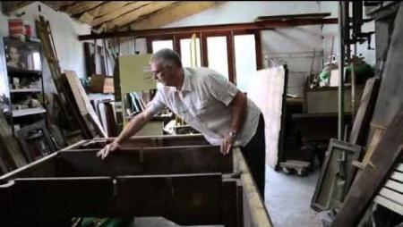 Un des derniers artisans billardiers français
